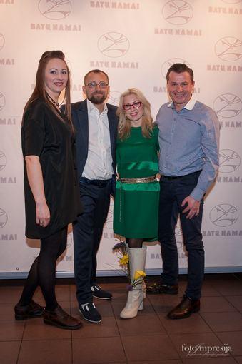 """""""Fotoimpresija"""" nuotr./Žanas ir Jurgita Maslauskai su verslininkais Natalija ir Sigitas Martinavičiai (pora dešinėje)"""