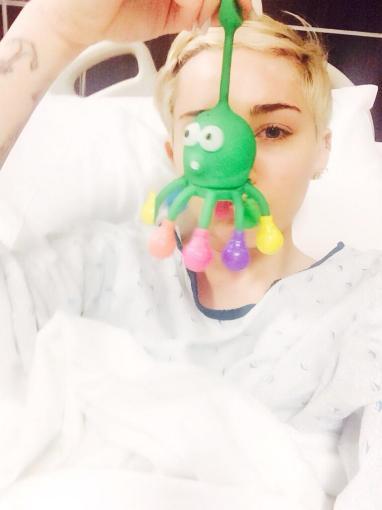 """Twitter"" nuotr./Miley Cyrus ligoninėje"
