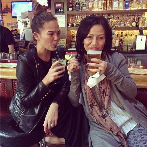"""Instagram"" nuotr./Manekenė Chrissy Teigen su mama"