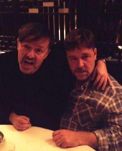 """Twitter"" nuotr./Ricky Gervaisas ir Russellas Crowe"
