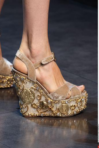 """Scanpix"" nuotr./Masyvios basutės  – ""Dolce and Gabbana"" kolekcija"