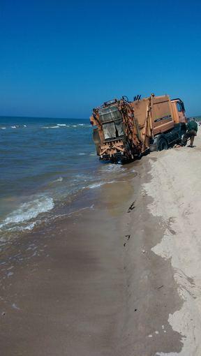 Mata Smitas nuotr./Sunkvežimis Palangos paplūdimyje