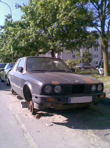Senas automobilis