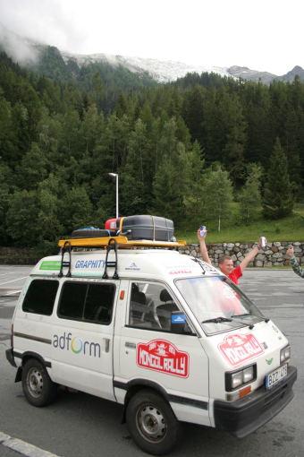 Go Bananas komandos nuotr./Subaru autobusiukas