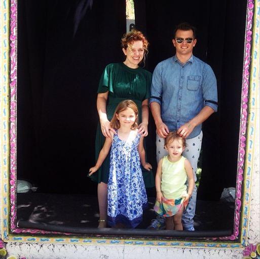 """Instagram"" nuotr./Megan Conley su vyru Riley ir vaikais"