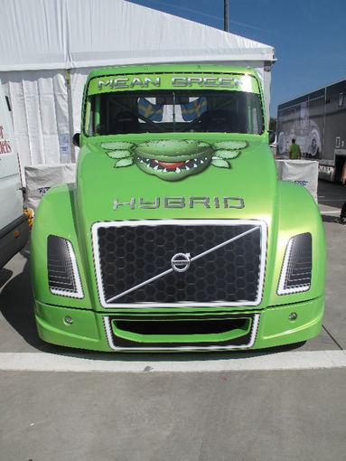 """""""Mean Green"""" kūrėjų nuotr./Hibridinis 2100 AG sunkvežimis """"Mean Green"""""""