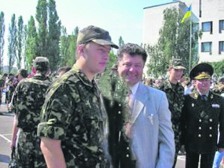 vesti.ua nuotrauka/Petro Porošenka su sūnumi