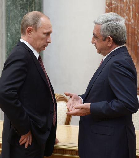 """AFP/""""Scanpix"""" nuotr./Vladimiras Putinas ir Seržas Sarkisianas"""