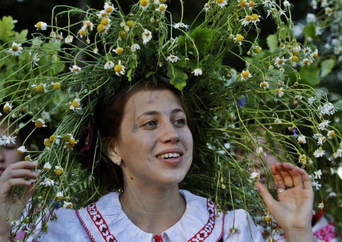 Baltarusė su nacionaliniais drabužiais