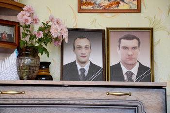 """""""Pajūrio naujienų"""" nuotr./Netikėtos mirtys pasiglemžė abu J. ir A.Savickų jaunėlius – (iš kairės) Tomą ir Arūną."""
