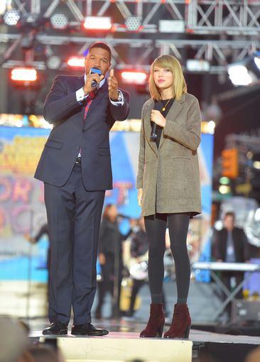 """""""Scanpix"""" nuotr./Dainininkė Taylor Swift Niujorke prieš pasirodymą miniai."""
