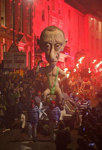 """AFP/""""Scanpix"""" nuotr./Vladimiro Putino lėlė"""
