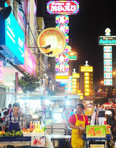 123rf.com nuotr./Naktinis turgus Tailande.