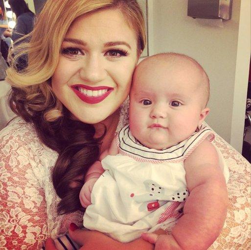 """Instagram"" nuotr./Kelly Clarkson su dukra River Rose"