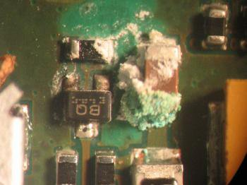 MTTC nuotr./Drėgmės pažeidimai išmaniajame telefone