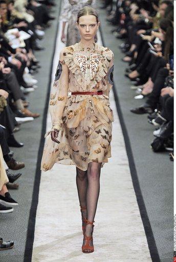 """""""Scanpix"""" nuotr./""""Givenchy"""" 2014-2015 žiemos kolekcijos modelis."""