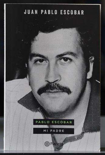 """AFP/""""Scanpix"""" nuotr./Knyga apie Pablo Escobarą, kurią parašė jo sūnus Juanas Pablo Escobaras"""