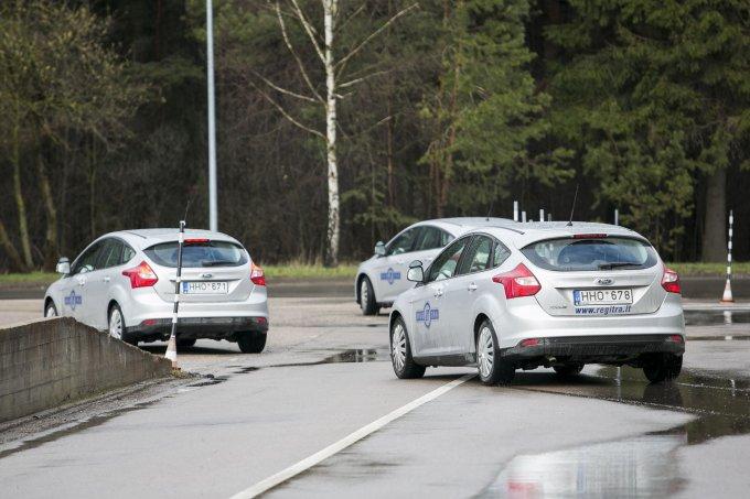 "Irmanto Gelūno / 15min nuotr./""Regitros"" praktinio B kategorijos egzamino automobiliai – ""Ford Focus"""