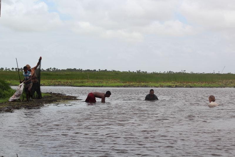"""Asmeninio albumo nuotr./Su draugais ūkininkais žvejyba Gajanoje: """" Pelkėje murkdėmės 4 valandas ir gaudėm žuvis rankomis"""""""
