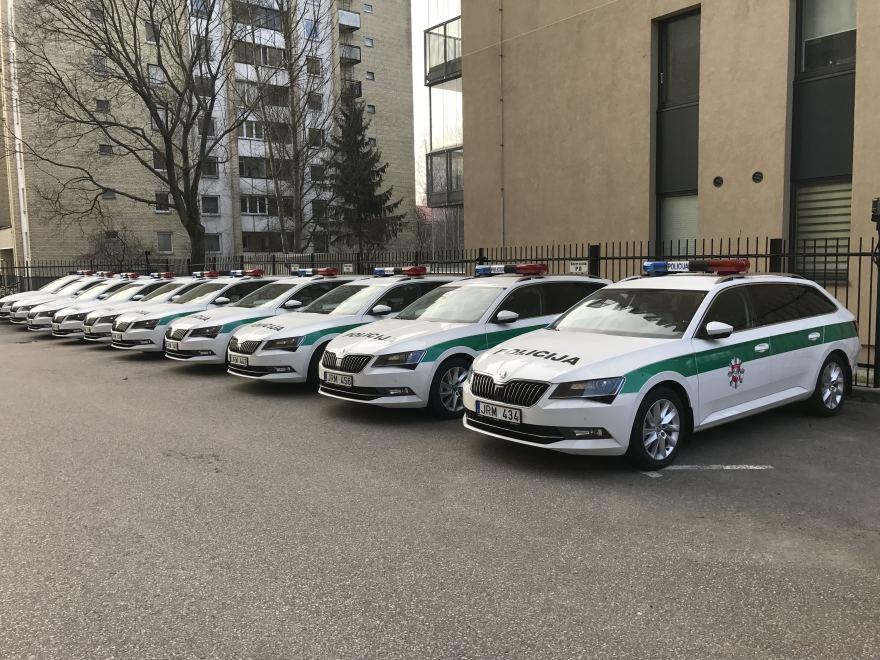 Skoda au service de la police - Page 7 Naujieji-policijos-automobiliai-58cba871a374b